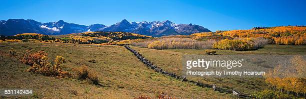 autumn in the rockies - timothy hearsum stock-fotos und bilder