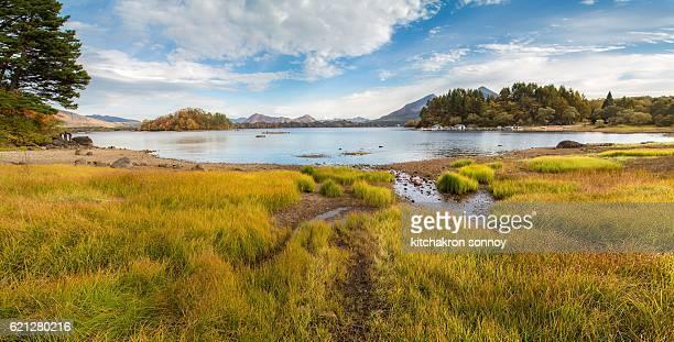autumn lake at japan - 十月 ストックフォトと画像