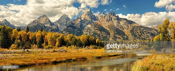 autumn landing - ティトン山脈 ストックフォトと画像
