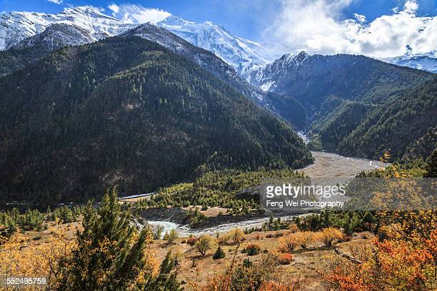 autumn landscape, pisang, annapurna circuit, nepal - annapurna circuit stock photos and pictures