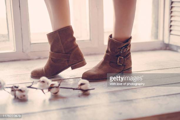 autumn mood, legs in brown boots and cotton - ブーティ ストックフォトと画像