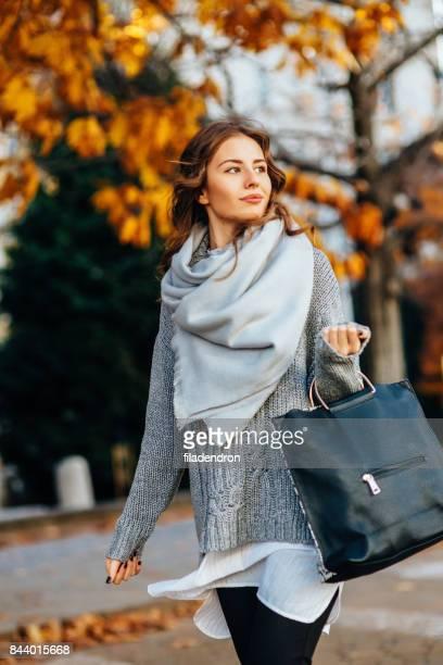 autumn portrait of a woman - sciarpa foto e immagini stock