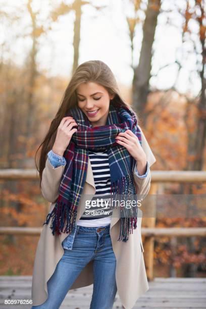 estilo de outono - roupa quente - fotografias e filmes do acervo