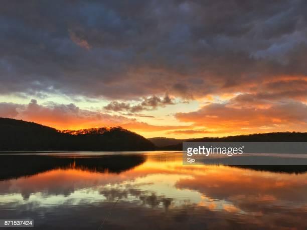 """puesta de sol otoñal sobre el rursee en la eiffel - """"sjoerd van der wal"""" or """"sjo"""" fotografías e imágenes de stock"""