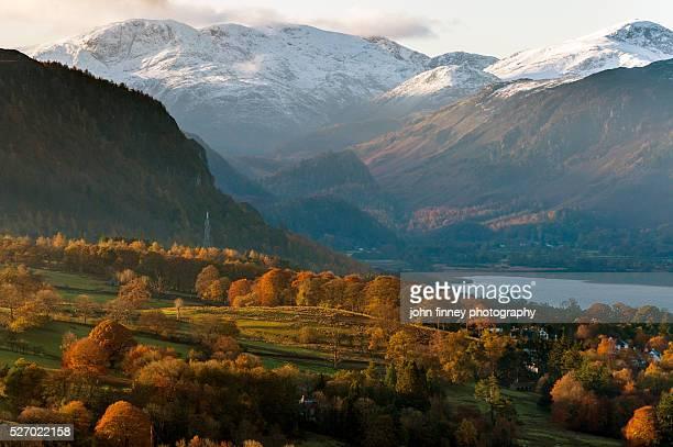 autumn valley view across keswick and derwent water. lake district national park. uk. europe. - derwent water - fotografias e filmes do acervo