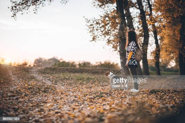 Herbstlichen Spaziergang am Fluss