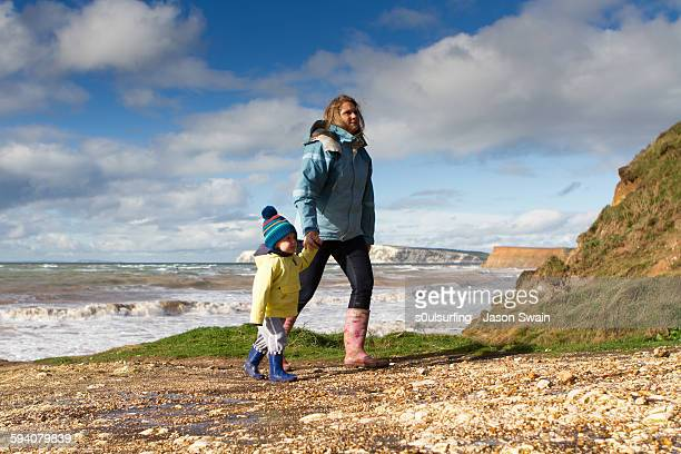 autumn walks in the west wight - s0ulsurfing stock pictures, royalty-free photos & images