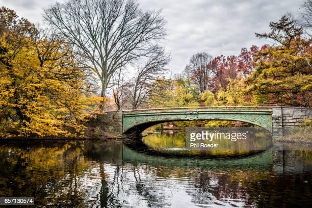 autumnal reflections - プロスペクト公園 ストックフォトと画像