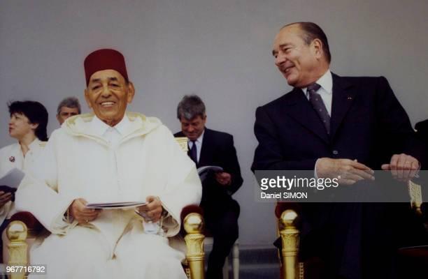 Aux côtés du Président Chirac le roi du Maroc Hassan II est l'invité d'honneur du défilé du 14 juillet 1999 à Paris France