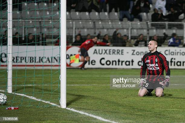 SaintEtienne goalkeeper Jeremie Janot reacts after the Auxerre's midfielder Kanga Akale goal during the French L1 football match 10 February 2007 at...