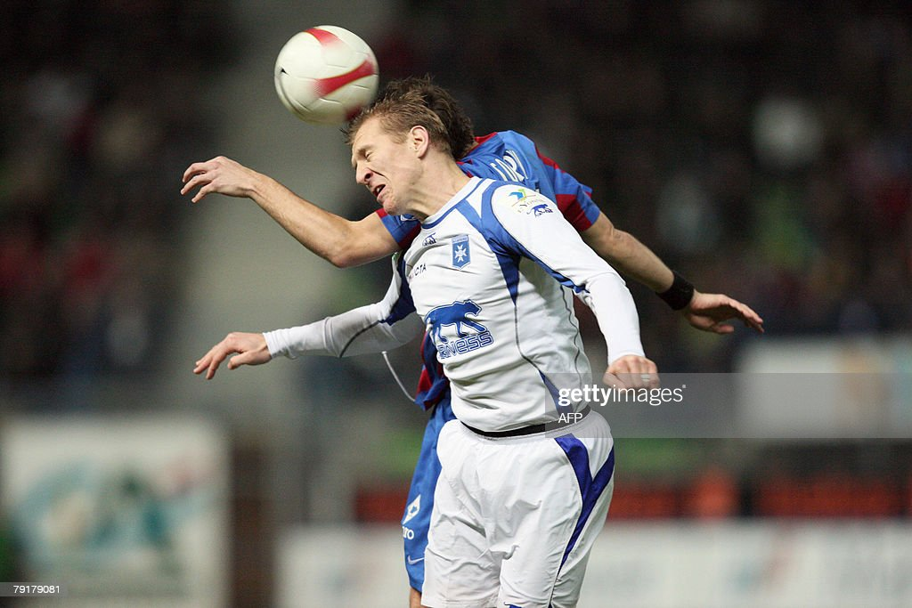 Auxerre's Stepahn Grichting of Switzerland heads the ball during the French L1 football match Caen vs. Auxerre, 23 January 2008 at the Michel d'Ornano stadiumin in Caen, western France.