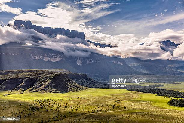 auyan tepuy and kamarata valley aerial view. gran sabana, venezuela - venezuela stock pictures, royalty-free photos & images