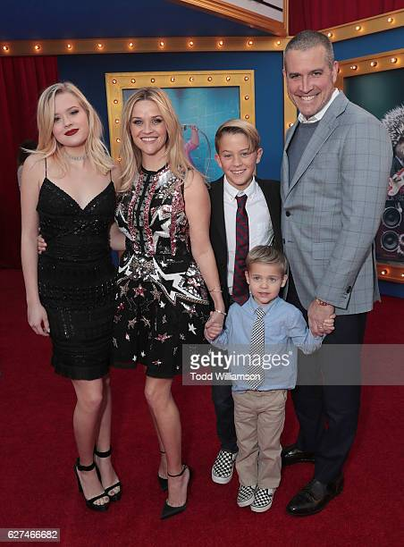 Ava Phillippe Reese Witherspoon Deacon Phillippe Tennessee James Toth and Jim Toth attend the premiere Of Universal Pictures' 'Sing' on December 3...