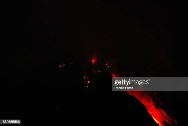 Avalanches of hot lava accompanied the eruption rolled toward the northeast A quake that shook deli serdang a few weeks ago did not make Sinabung...