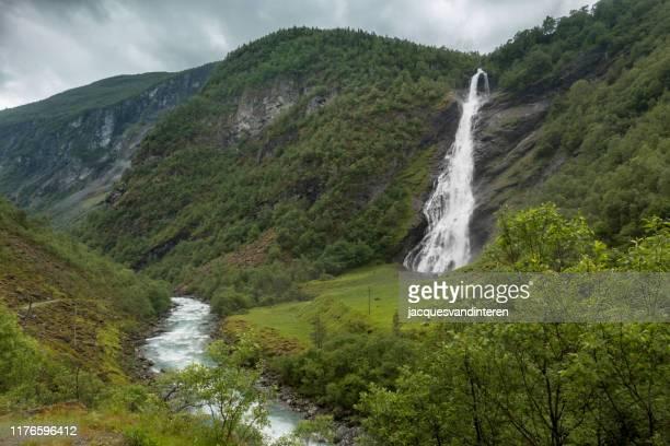 ウトラダレンのアブダル滝(アブダルスフォッセン)、ノルウェーのオヴレ・アルダル近く - 水流 ストックフォトと画像