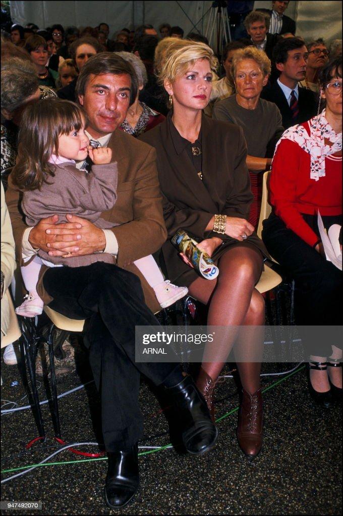1990 avec alain bougrain dubourg et leur fille marianne. Black Bedroom Furniture Sets. Home Design Ideas