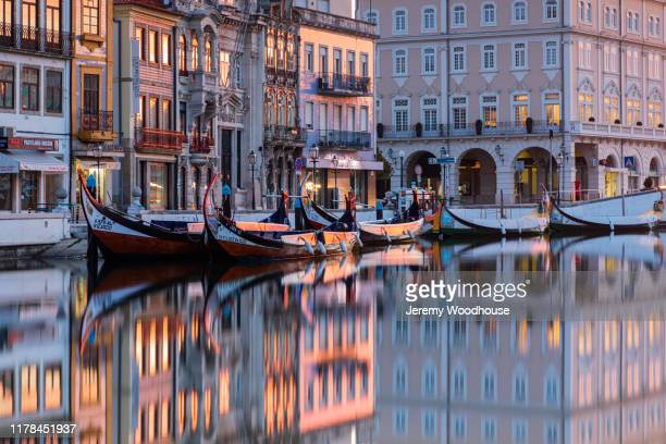 aveiro canal at dawn - jeremy woodhouse stock pictures, royalty-free photos & images
