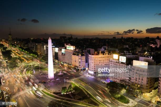 avenida 9 de julio, buenos aires - obelisco de buenos aires fotografías e imágenes de stock