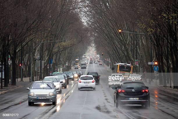 avenida da liberdade lison en un día de lluvia - avenida fotografías e imágenes de stock