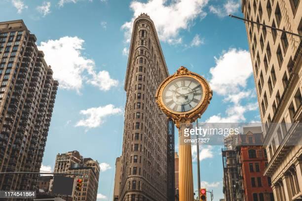 5th avenue clock - broadway manhattan - fotografias e filmes do acervo