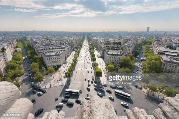 avenue des champs elysees in paris - bulevar - fotografias e filmes do acervo