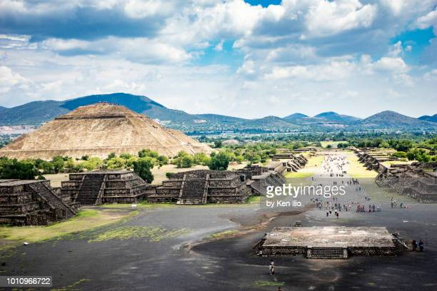 avenue of the dead, teotihuacan - ken ilio stock photos and pictures