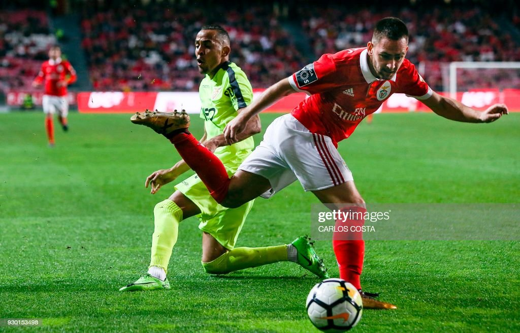 Aves' defender Nildo Petrolina (L) vies with Benfica's Serbian midfielder Andrija Zivkovic during the Portuguese league football match between SL Benfica and CD Aves at the La Luz stadium in Lisbon on March 10, 2018. /