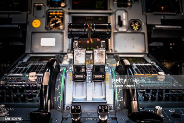 aviation: autothrottle, flaps and engine start panel do airbus a320 - pr-mzh - latam airlines - airbus a320 stock pictures, royalty-free photos & images