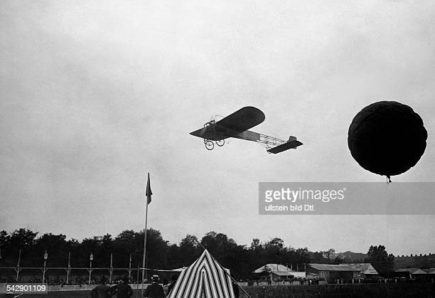 Aviation beginnings France Portaviation performance to the benefit of damaged victims in the Midi Loiis Bleriot on his monoplane Bleriot no XI...