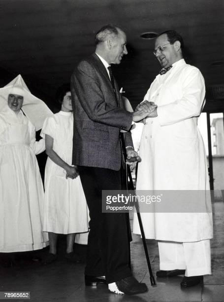 17th April 1958 The Manager United Manager Matt Busby says goodbye and thankyou to Professor Georg Maurer at the Der Isar Hospital Munich Maurewho...