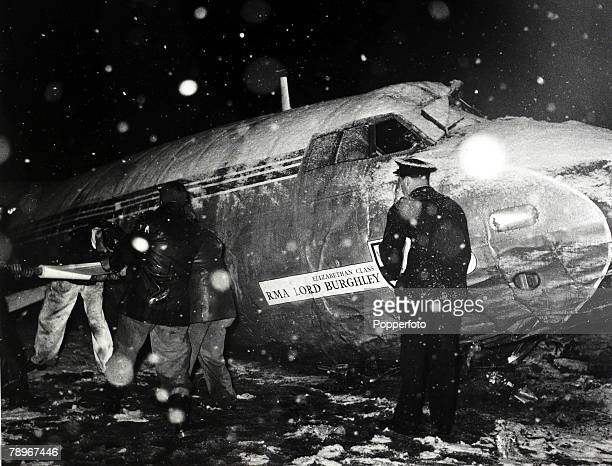 6th February 1958 Rescue workers pictured in a snowstorm at the wreckage of the BEA Elizabethan airliner GALZU 'Lord Burghley' after the crash at...