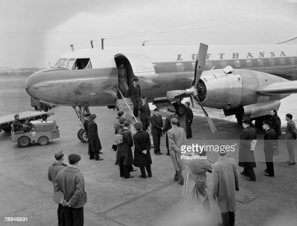 Aviation, London Airport, England, 15th April 1955, The first time since World War Two, a German civilian aircraft, of the newly formed Lufthansa...