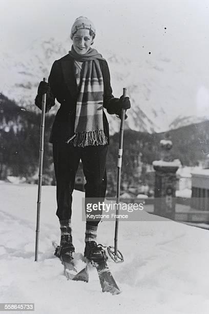 L'aviatrice anglaise Amy Johnson faisant du ski a SaintMoritz Suisse le 29 decembre 1932