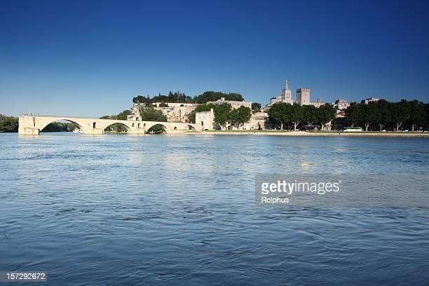 Avignon Bridge avec ciel bleu été