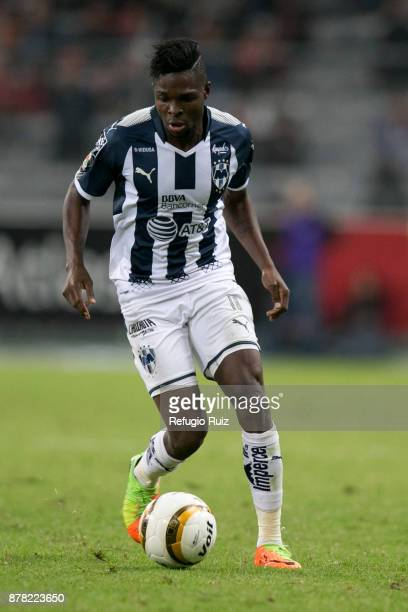 AvileŽs Hurtado of Monterrey drives the ball during the quarter finals first leg match between Atlas and Monterrey as part of the Torneo Apertura...