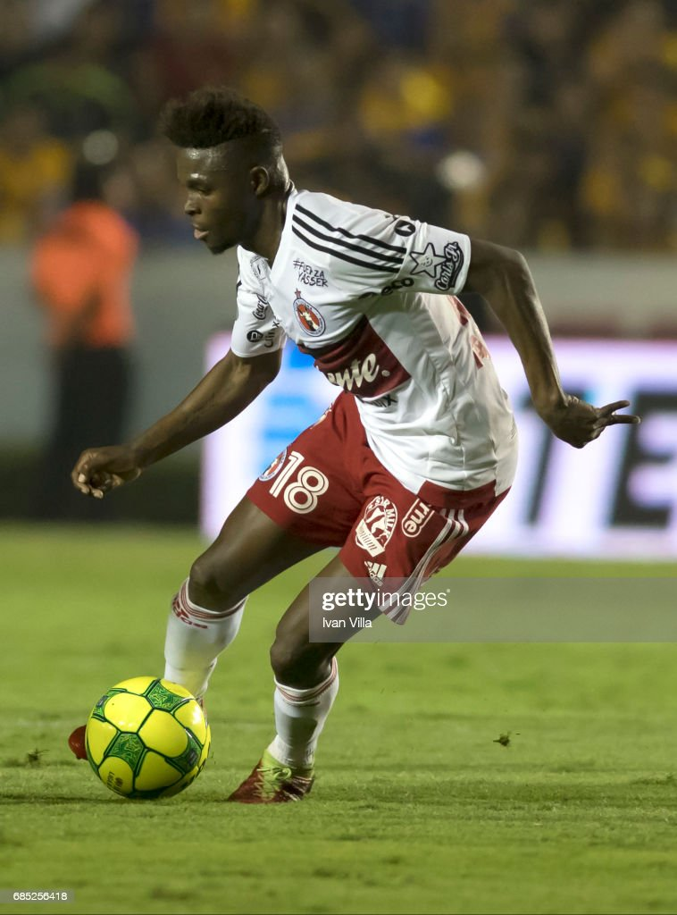 Aviles Hurtado of Tijuana drives the ball during the semi finals first leg match between Tigres UANL and Tijuana as part of the Torneo Clausura 2017 Liga MX Universitario Stadium on May 18, 2017 in Monterrey, Mexico.