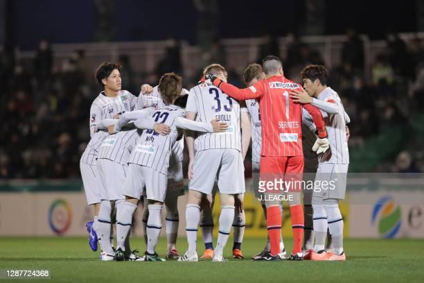 Avispa Fukuoka players huddle during the J.League Meiji Yasuda J2 match between Tokyo Verdy and Avispa Fukuoka at Ajinomoto Field Nishigaoka on...