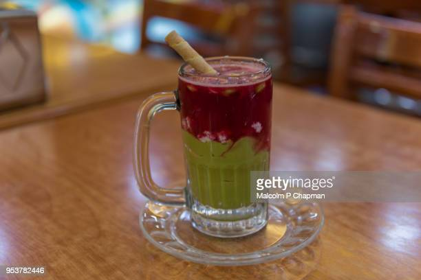 avocado and strawberry juice served with nuts in beirut, lebanon. - レバノン共和国 ストックフォトと画像