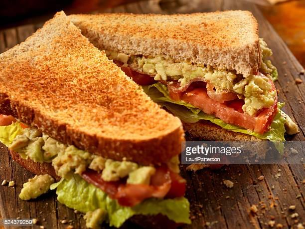 アボカド、BLT サンドイッチ