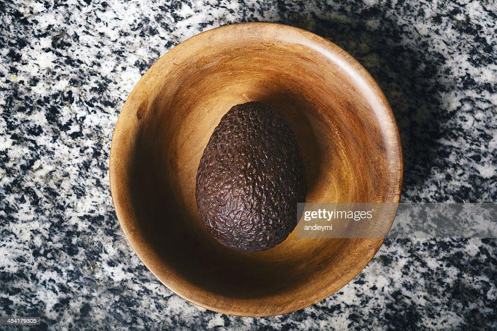 Avocado in einer Schüssel : Stock-Foto