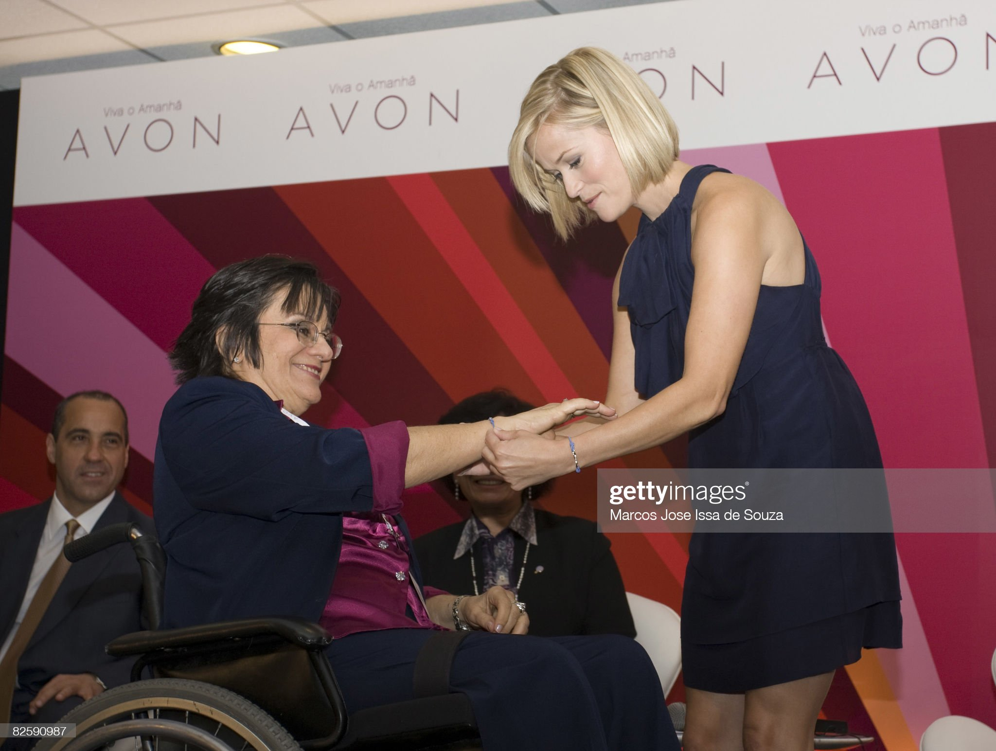 Avon Global Ambassador Reese Witherspoon Visits Brazil to Spread Message of Female Empowerment : Fotografia de notícias