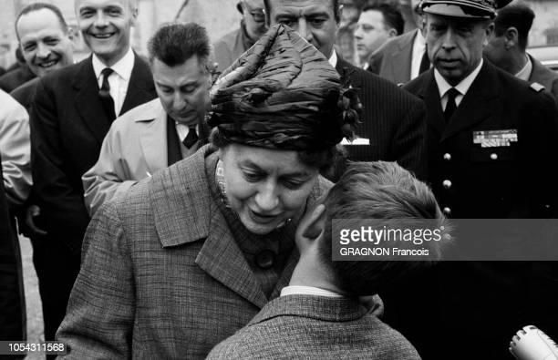 25 avril 1963 Le général Charles DE GAULLE de passage à ColombeylesDeuxEglises lors de son 18ème déplacement présidentiel en province en...