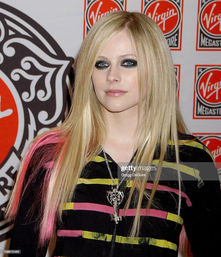 Avril Lavigne Signs Her New Album at Virgin Records in Hollywood - April 19, 2007