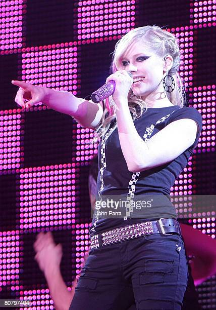 Avril Lavigne performs at the Cruzan Amphitheatre on April 20, 2008 in West Palm Beach, Florida.