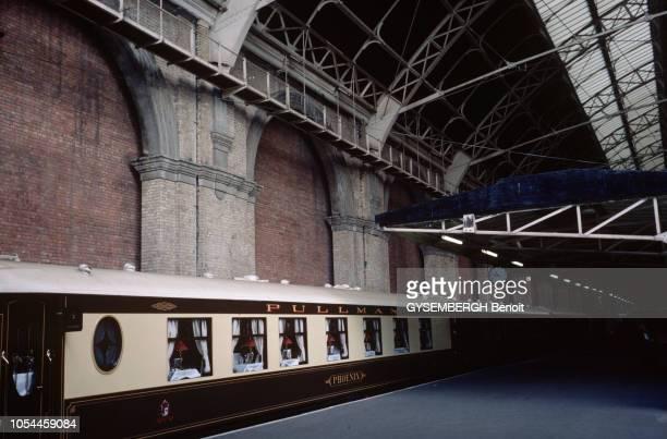 Avril-Mai 1985 --- L'Orient-Express entre Londres et Venise, un voyage à bord du plus romantique des trains. Le train en gare de Londres.