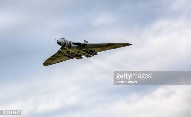avro vulcan bomber in sky - air attack stock pictures, royalty-free photos & images