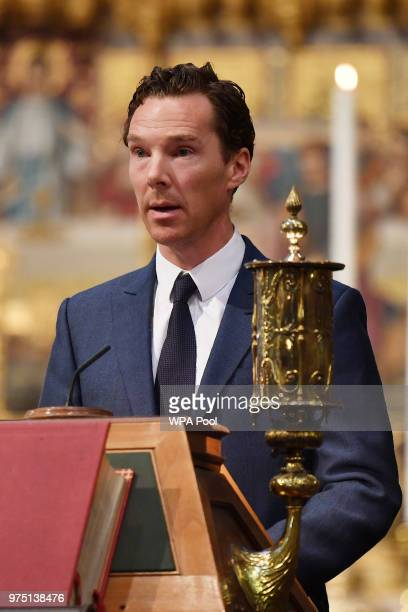 Avtor Benedict Cumberbatch speaks at Professor Stephen Hawking's memorial service at Westminster Abbey on June 15 2018 in London England The world...