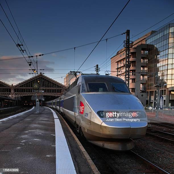 a tgv (train ãƒâ grand vitesse) awaits departure at tours train station, france. - tgv photos et images de collection