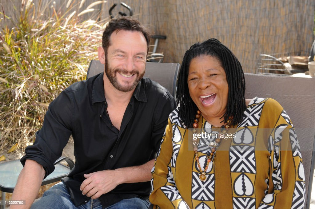 """Awake"" Star Jason Isaacs Visits CNN Hero Susan Burton's ""A New Way Of Life"" Reentry Project"
