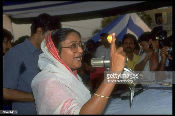 Awami League ldr Sheik Hasina Wazed on stump addressing election campaign rally